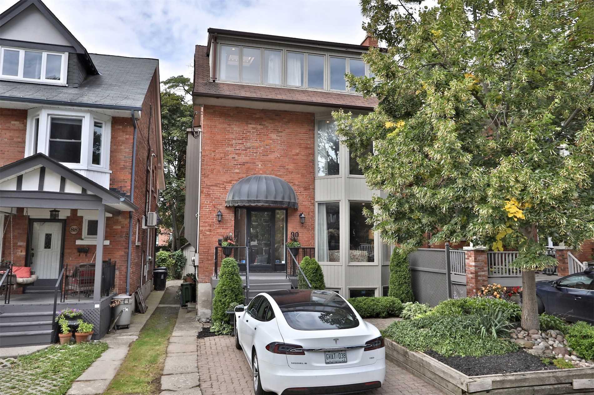 90 Hilton Ave, Toronto