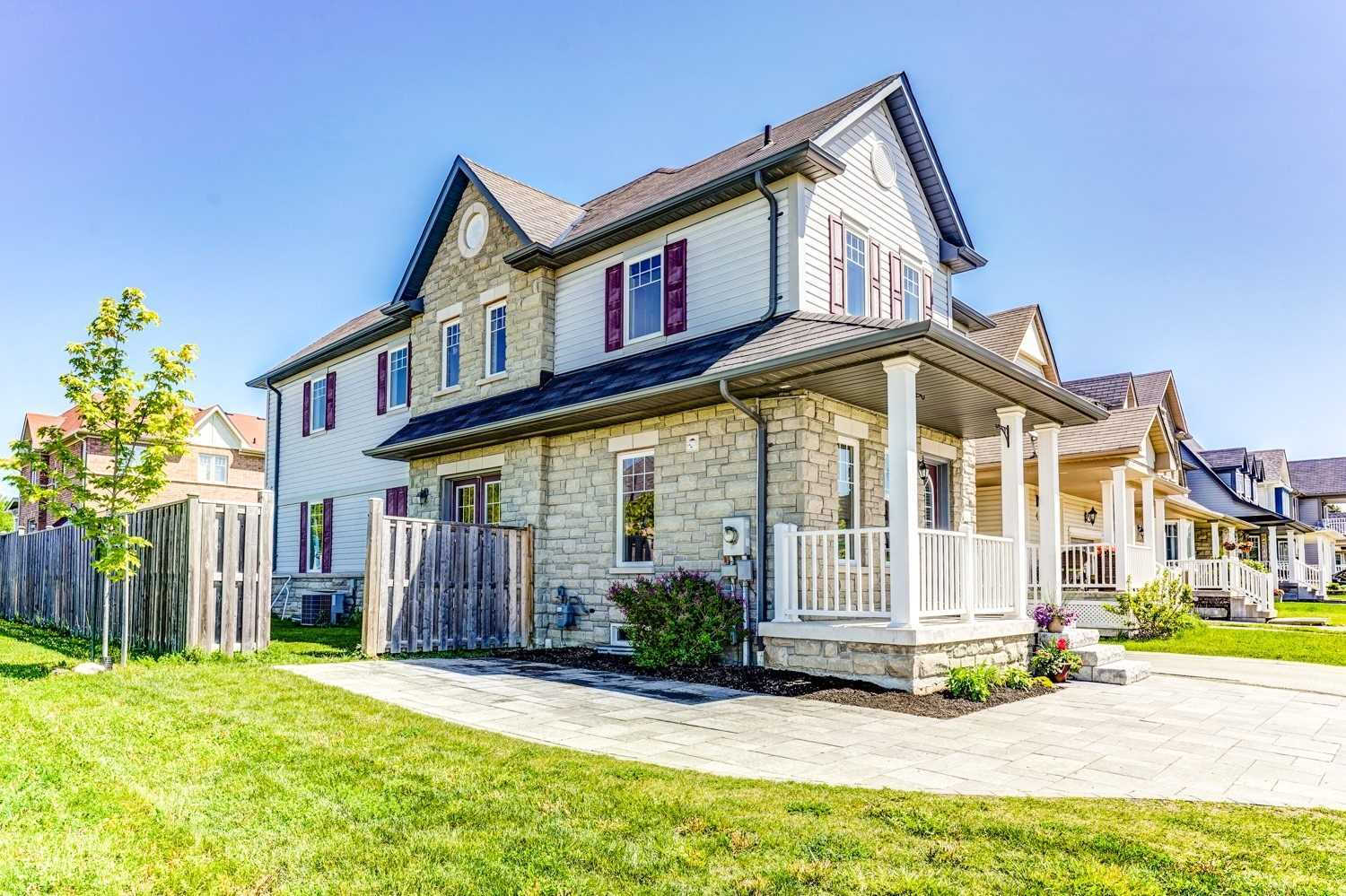 2 Donlevy Cres, Whitby