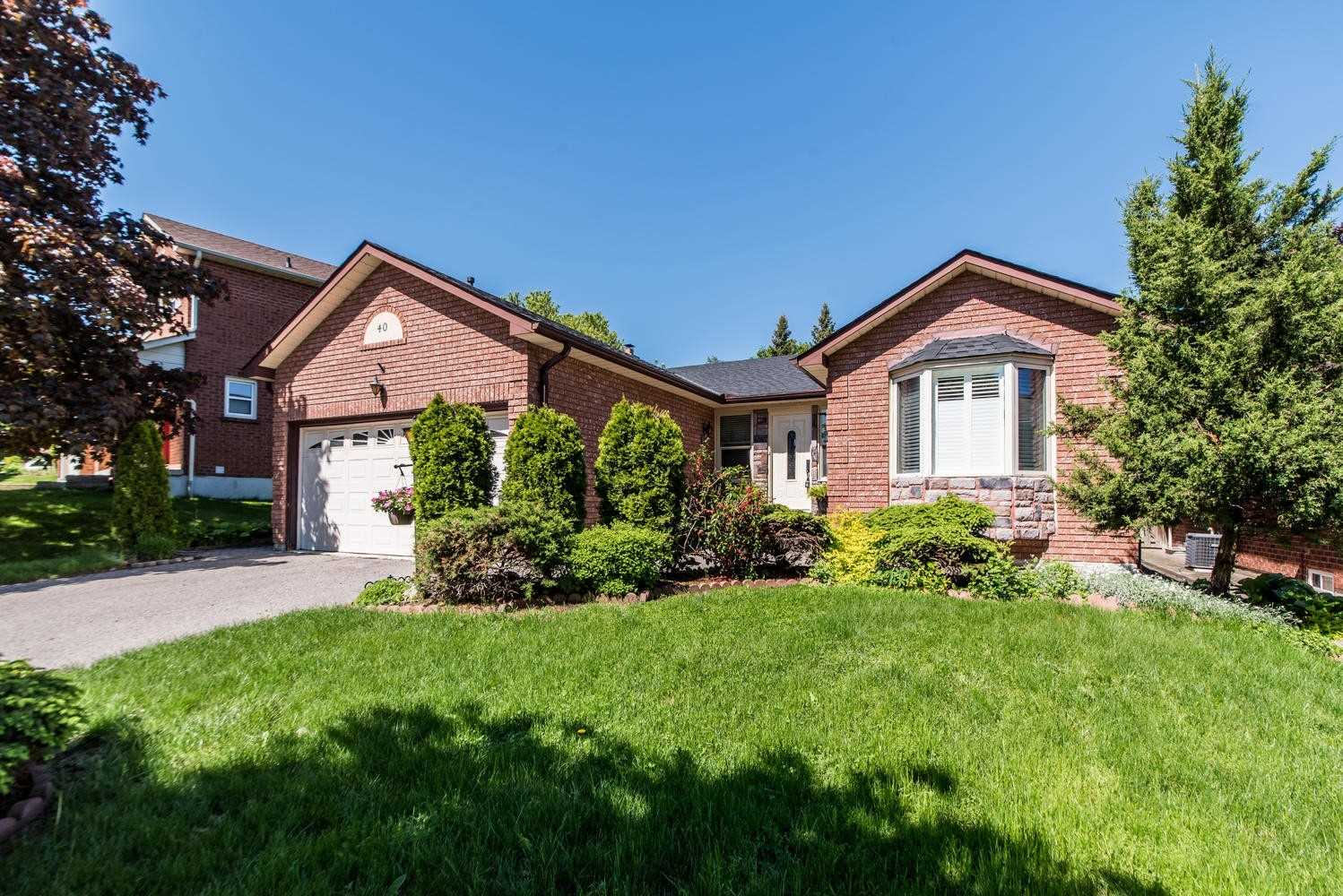 40 Canadian Oaks Dr, Whitby