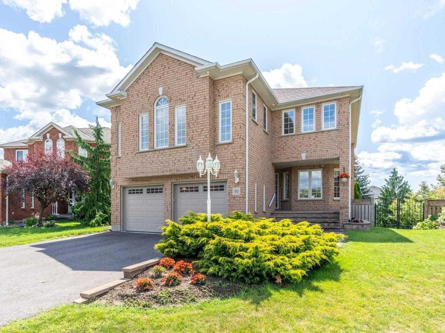 30 Berkshire Crt, Whitby