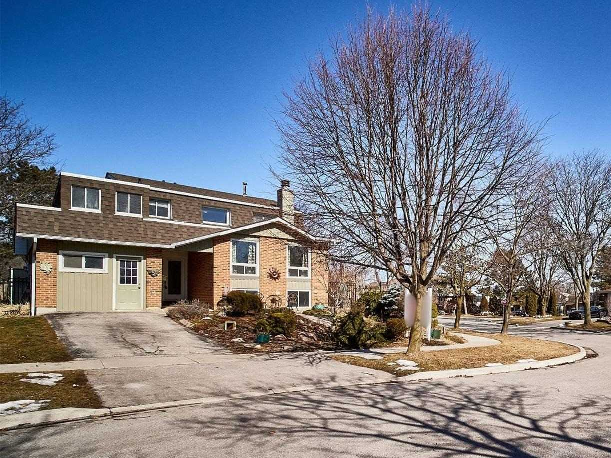 2 Muir Cres, Whitby