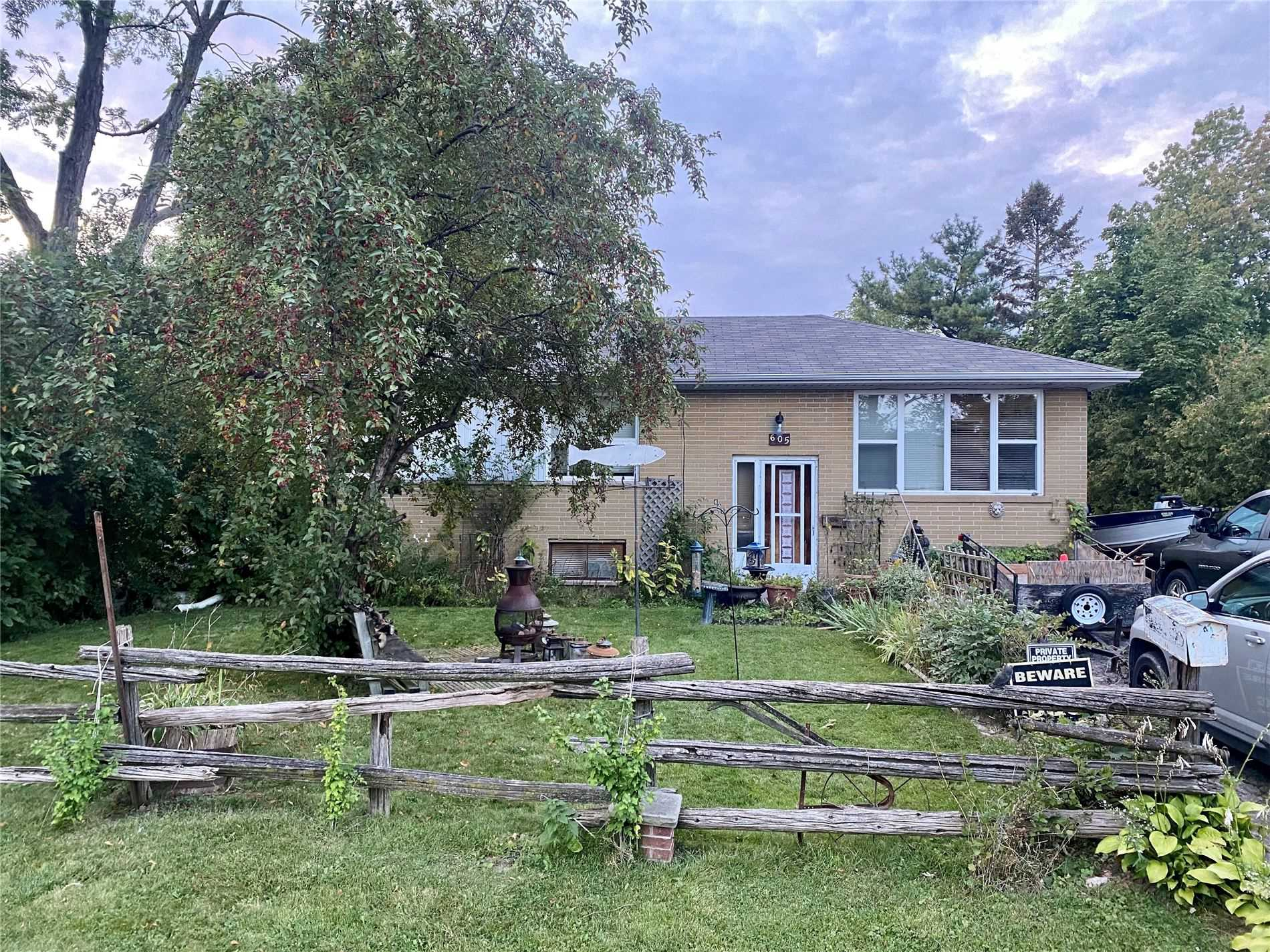 605 Pinegrove Rd, Oakville